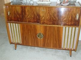 Good Golly, Miss Molly!...Mid-Century Bar/Stereo cabinet-turntable