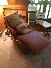 VINTAGE RECLINING VIBRATING LOUNGE CHAIR