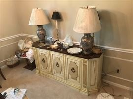 MID CENTURY CREDENZA, LAMPS ODDS AND ENDS