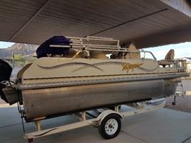 2005 Pontoon Boat 18ft-50HP Mercury Motor with 82 hours- Fish/depth finder/stereo/ice chest/live well - with trailer.