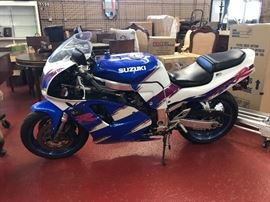 SUZUKI MOTORCYCLE GSXR 750 SUPER CLEAN!
