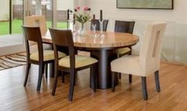 Gorgeous dining table & 8 chairs