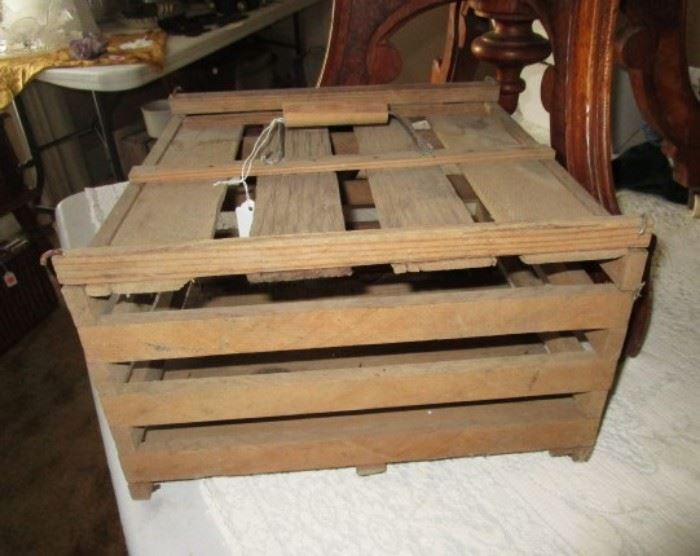 Small egg crate w/ handle in very good condition!