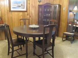 Fabulous round table and chairs.