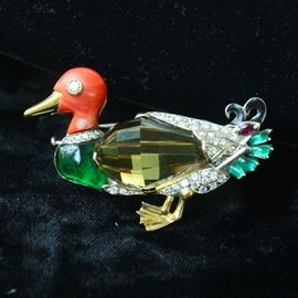 A magnificent 18 k gold and precious stone pin
