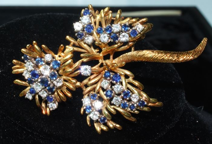 Magnificent 18 k gold, diamond and sapphire brooch
