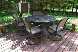 Round patio table, 4 chairs