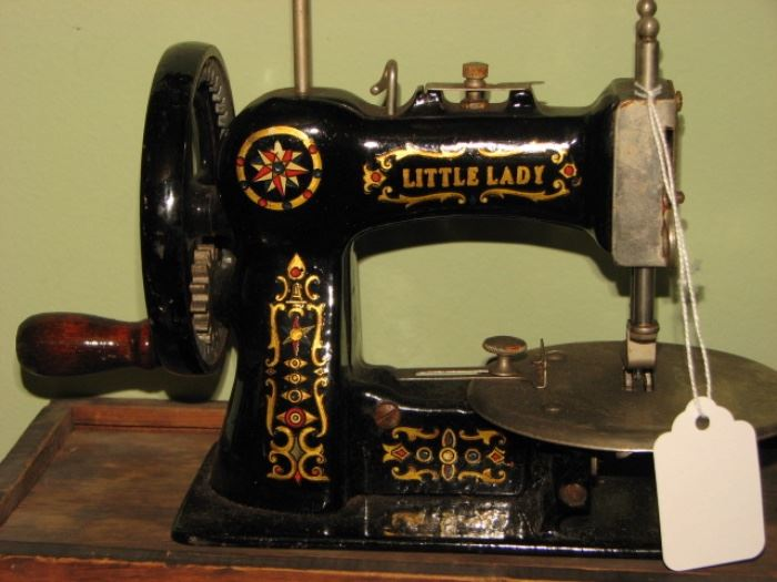 "Vintage sewing machine  - Salesman sample ""Little Lady"""