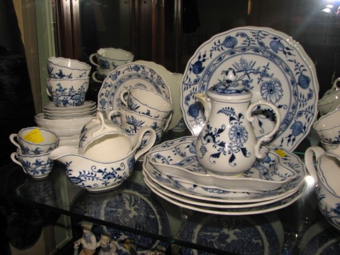 "Meissen porcelain ""Blue Onion"" pattern"