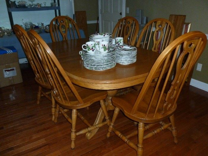 Solid Oak Table w/4 leaves & 8 Chairs