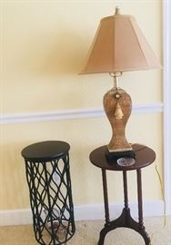 Many side tables and lamps