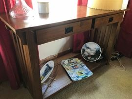 MISSION STYLE SOFA / ENTRYWAY TABLE