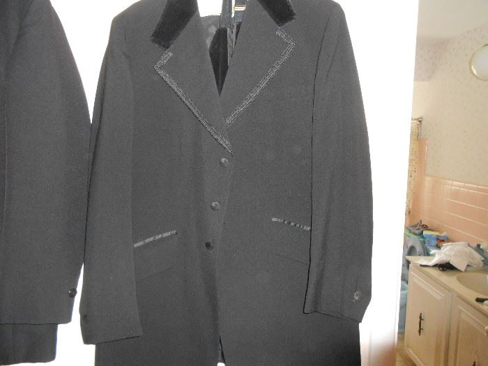 Large tux with velvet collar