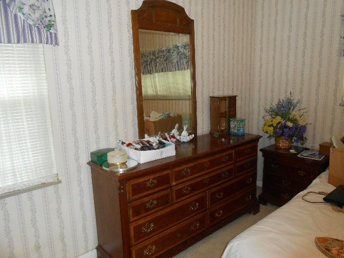 Dixie dresser with mirror
