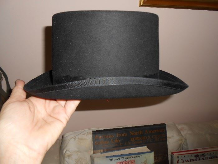 Top hat also in excellent condition