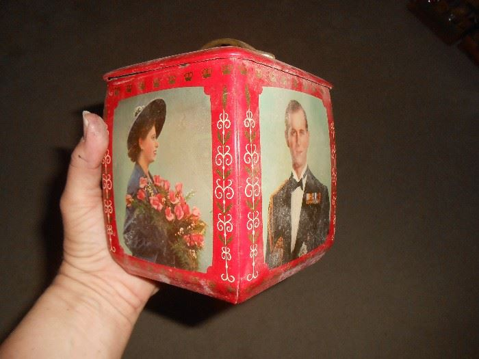 Awesome tin of Queen Elizabeth & Phillip