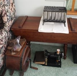 Cash Register, Singer Featherweight