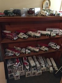 vintage Hess trucks some in boxes   all in great condition
