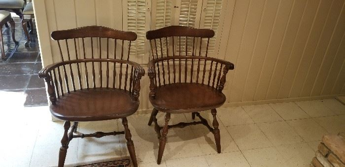 set of 4 beautiful Windsor chairs made in Mass.