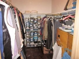 EXCELLENT DESIGNER CLOTHING IN SIZES 2-3XL.  MOST SHOES  8-8.5