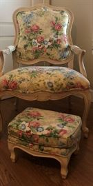 Beautiful Floral Arm Chair w Matching Stool