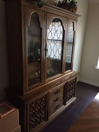 Just an incredibly beautiful china cabinet, pure wood, scratch-free! A beauty!