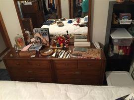 1960s dresser w mirror