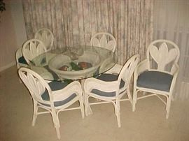 White Wicker Dining Table w/Glass Top & 6 Chairs