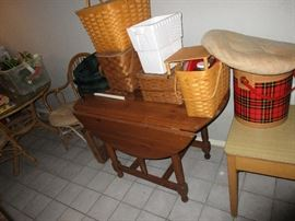 DROP LEAF TABLE  BASKET