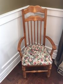 Captain chair included in Dining table set