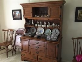 Nice china cabinet - also have matching table & Chairs