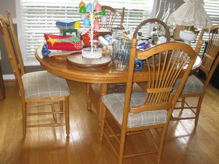 Wonderful oak kitchen dining set, table with 4 chairs