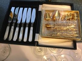 Fish knives, mother of pearl; gold finished cocktail set