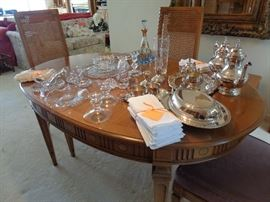 dining table, has 2 or 3 leaves