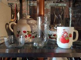 Strawberry kitchen ware