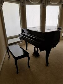 Black Lacquer Baby Grand Piano in Excellent Condition