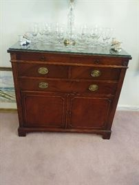 DREXEL SIDE SERVER WITH REMOVABLE SERVING TRAY, BEAUTIFUL