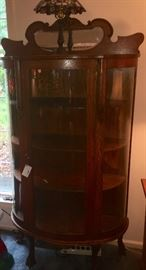 OAK BOW FRONT CHINA CABINET WITH SHELVES AND KEY