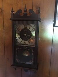 Vintage Linden electric wall hanging clock