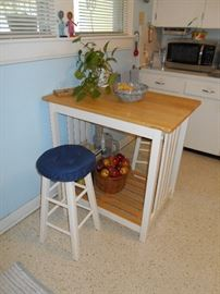 Country kitchen island & stools combo