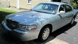 2007 Lincoln Town Car = SOLD