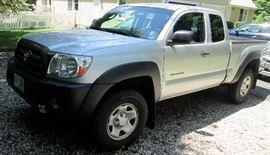 2009 Toyota Takoma Truck - 5 speed Stick Shift, 4 Wheel Drive, extended cab