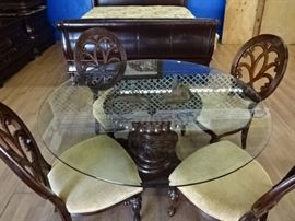 Beautiful Glasstop Table w/4 Chairs