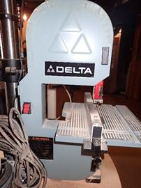 DELTA SAW WORK SHOP FULL OF WOODWORKING TOOLS
