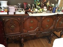 Beautiful Buffet and Matching Dining Table/Chairs