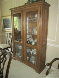 DISPLAY CASE AND WATERFORD