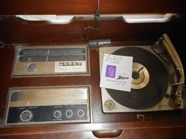 Zenith AM FM Stereo Works. Phonograph might need new belt Does  Start..not turn