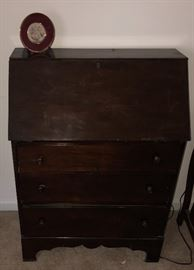 Primitive Writing Desk showing Door closed and featuring the two pull out drawers.