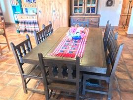 Large Dining table that looks great and is super sturdy!