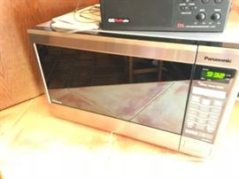Microwave, like new!